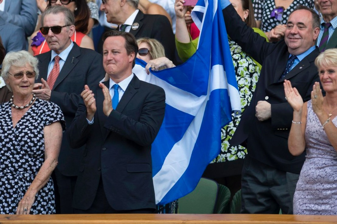 Alex-Salmond-defends-waving-the-Saltire-behind-David-Cameron-2037955