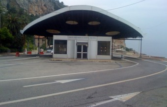 The abandoned border post at the FranceItaly