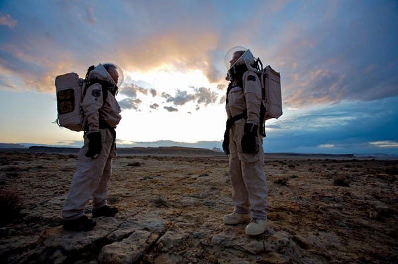 1122-VMARS-02-MARS-SOCIETY_full_800