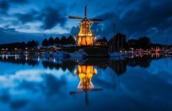 Доккум, Холандия
