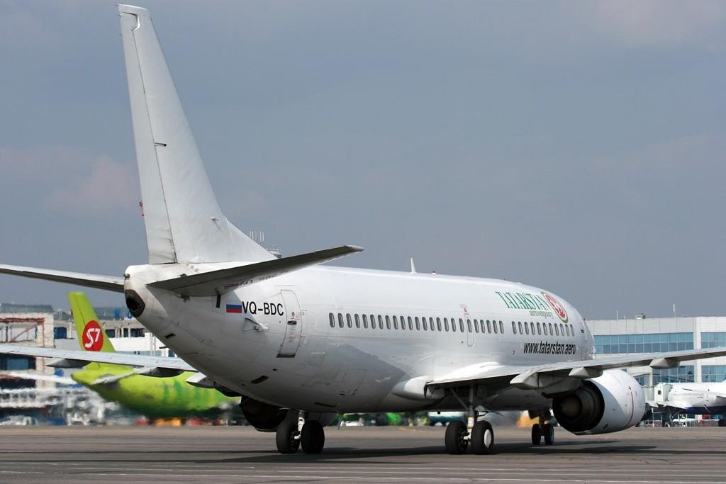Boeing_737-341,_Tatarstan_Airlines_JP6827045