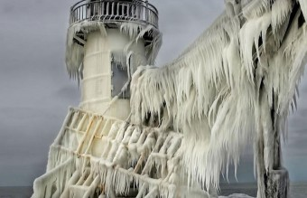 frozen-lighthouse-st-joseph-north-pier-lake-michigan-1