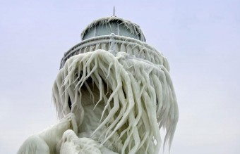 frozen-lighthouse-st-joseph-north-pier-lake-michigan-12