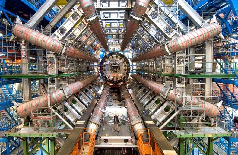 42154-22418-CERN_LHC_t2030shigh