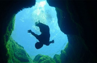 Diving-into-the-Black-Hole3-640x343