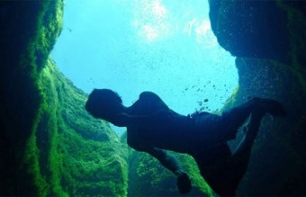 Diving-into-the-Black-Hole5-640x343