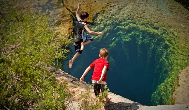 Diving-into-the-Black-Hole6-640x374