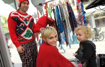 3-pete-wentz-and-ashlee-simpson-celebrities-in-christmas-sweaters