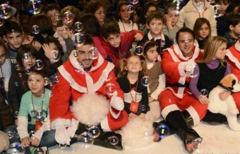 Ferrari-drivers-Alonso-and-Massa-celebrate-Christmas-with-children-6-600x400