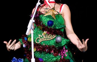 katy_perry_christmas_celebrity_photos_18b5sh7-18b5si8