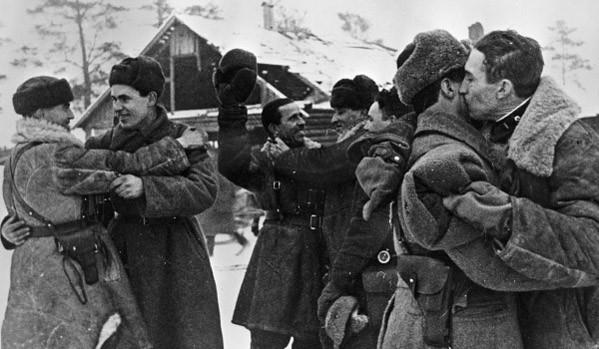 Резултат с изображение за съветската войска пробива блокадата на Ленинград.
