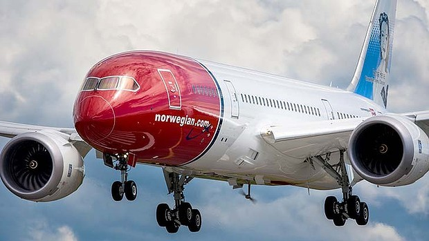 art-Norwegian-Air-Shuttle-Dreamliner-620x349