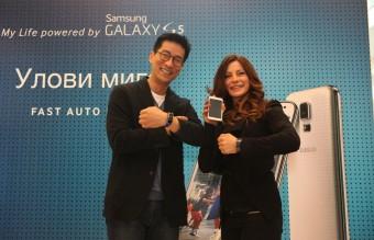 Alexandra Jekoava s Chris Chung