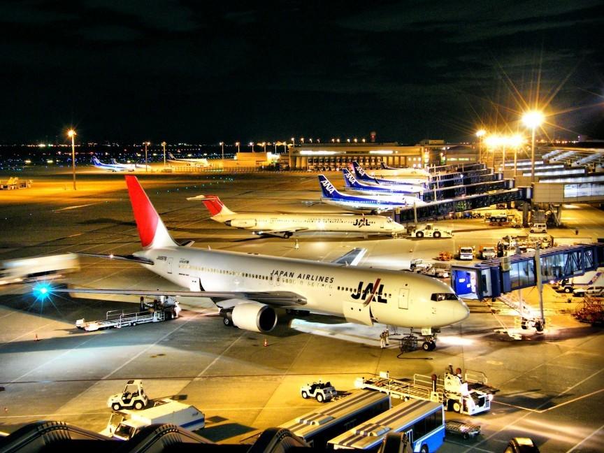 JAL__ANA_-_Chubu_International_Airport