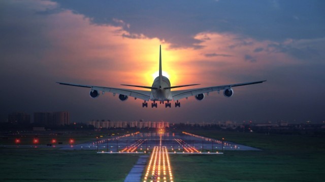 airline-landing-640x360