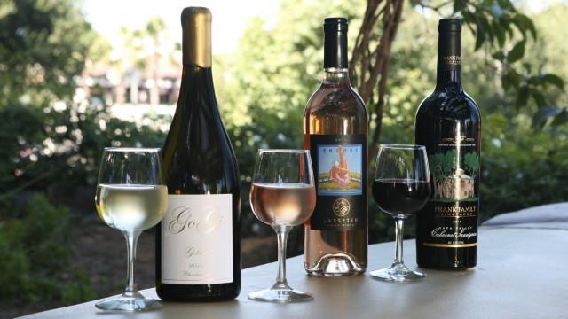 Wine-Flight-Alfresco-Tasting-Terrace-in-DCA
