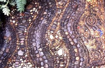 garden-pebble-stone-paths-12