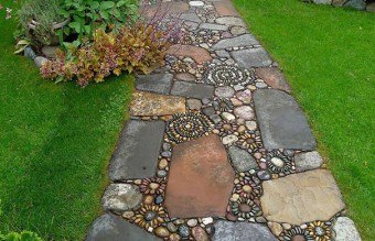 garden-pebble-stone-paths-13