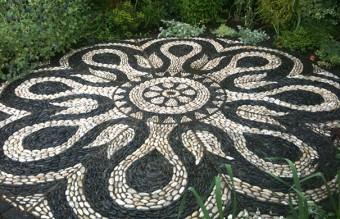 garden-pebble-stone-paths-20