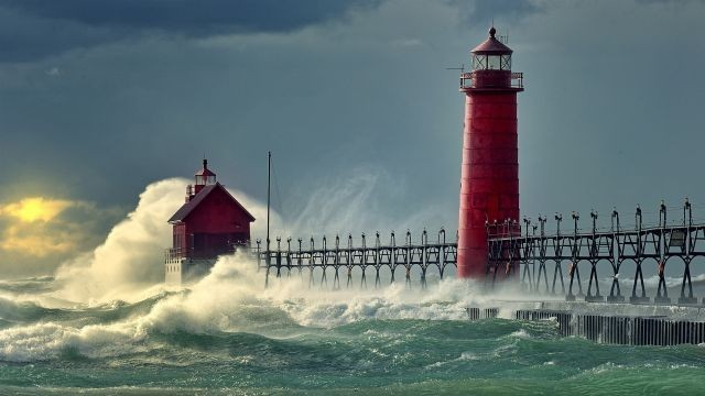piccit_lighthouse_holland_michigan__96885952.640x0