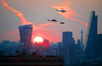 Jaguar-advertising-stunt-over-London-at-sunset (1)