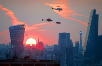 Jaguar-advertising-stunt-over-London-at-sunset (2)