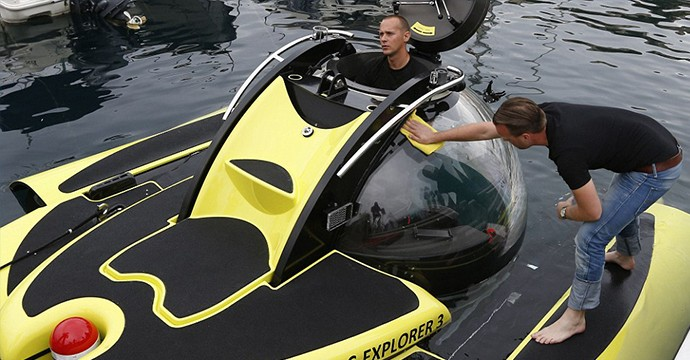 1411572089260_wps_9_A_U_Boat_inflatable_subma