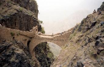 shahara-bridge-in-yemen-2__880
