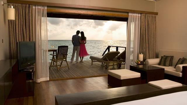 gty_luxury_hotel_room_ss_thg_130401_wmain