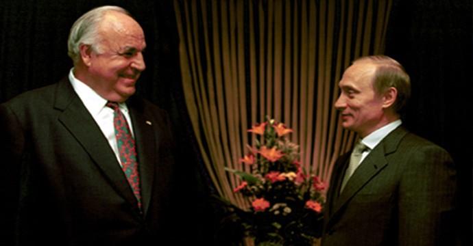 Vladimir_Putin_with_Helmut_Kohl-1