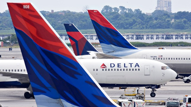 gty_delta_airplane_nt_111111_wmain