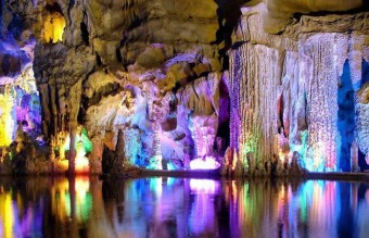 Guilin-Reed-Flute-Cave-in-Guangxi-China__880