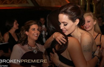 233B978D00000578-2837645-Embrace_Angelina_Jolie_shared_a_touching_moment_with_Australian_-1_1416257185958