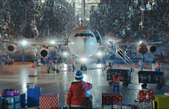 Still image from Finnair´s Santa Claus video   (1)