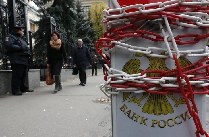 Парковочный столбик у здания Банка России в Москве