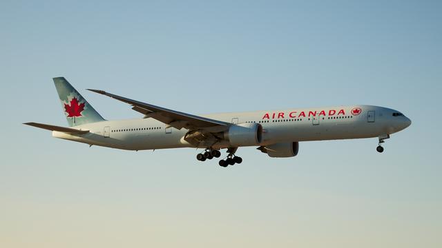 Air_Canada_Boeing_777-300ER