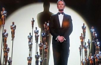И завърши с един гигантски Оскар... и всичко това изпято от Нийл на живо.