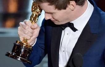 Победата на Еди Рейдмейн и емоционалното му подскачане на сцената.