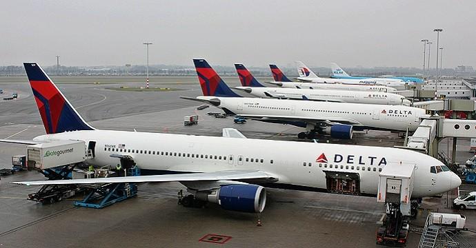 Boeing_767-332ER,_Delta_Air_Lines,_Amsterdam