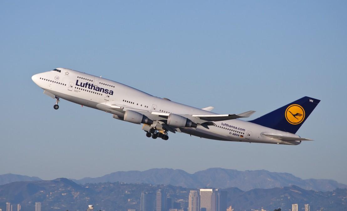 Deutsche_Lufthansa_-_D-ABVN_8215849935