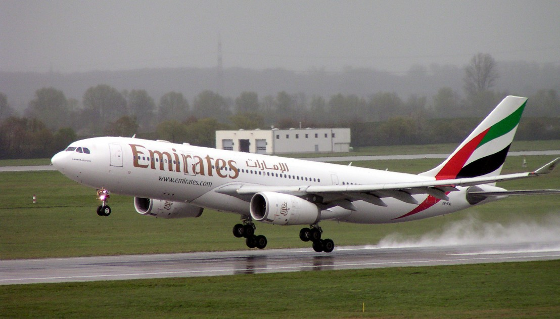 Airbus_A330-200_Emirates_A6-EAL