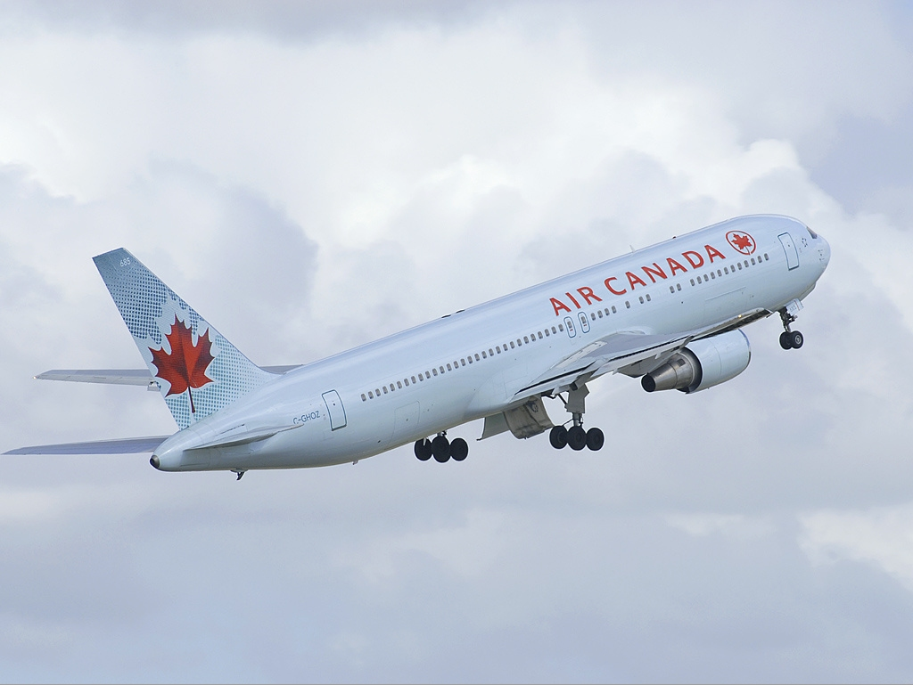 Air_Canada_Boeing_767-300ER_SYD_Hutchinson