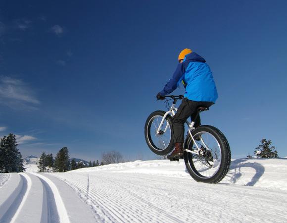 6. Каране на колело с широки гуми – 25 калории в минута
