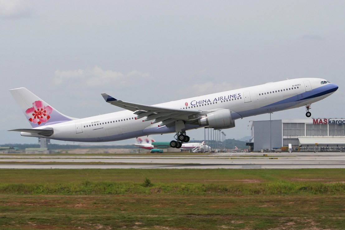 China_Airlines_Airbus_A330-300_MRD-2
