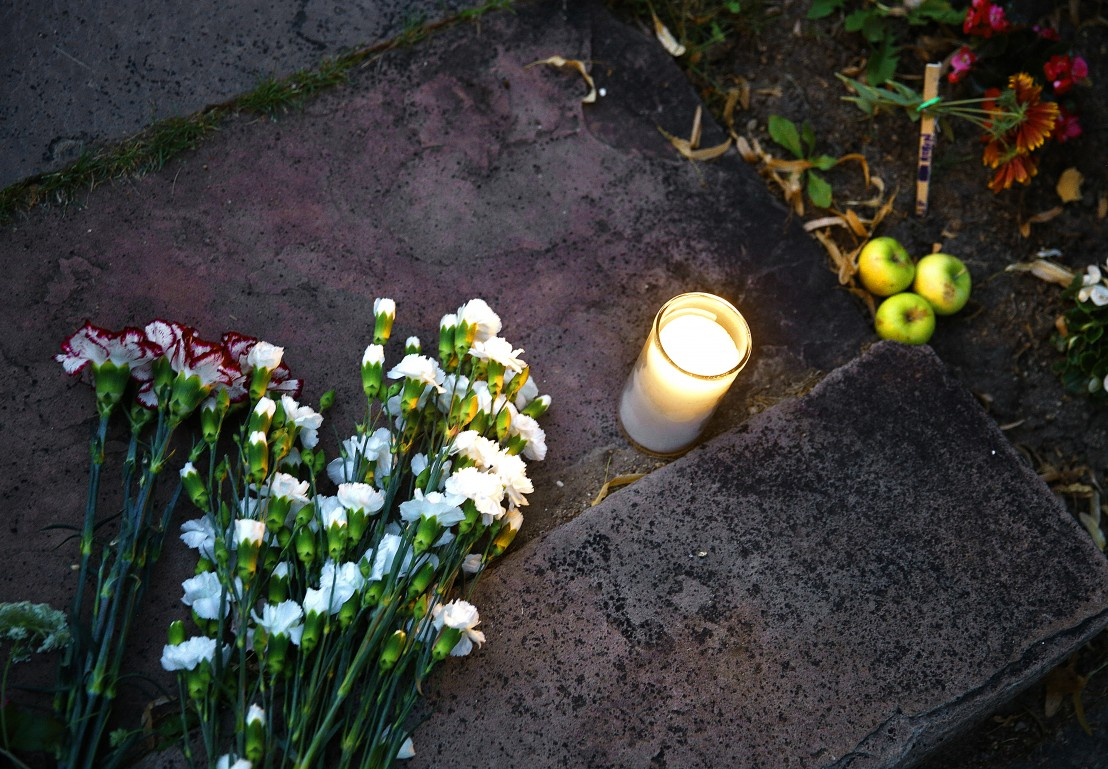 Цветя и свещи