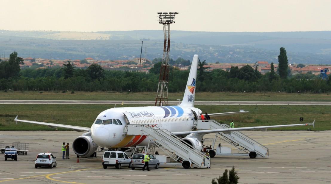 Airbus_A320-200_BH_Air_LZ-BHD_Varna_20100630