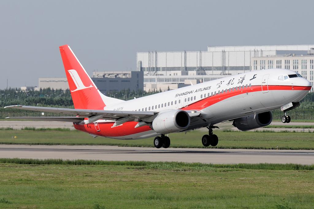 Shanghai_Airlines_Boeing_737-800