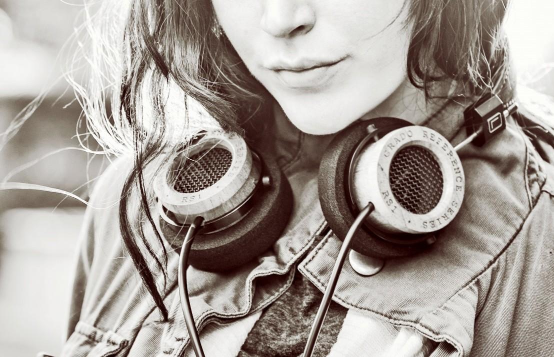 listening to music1