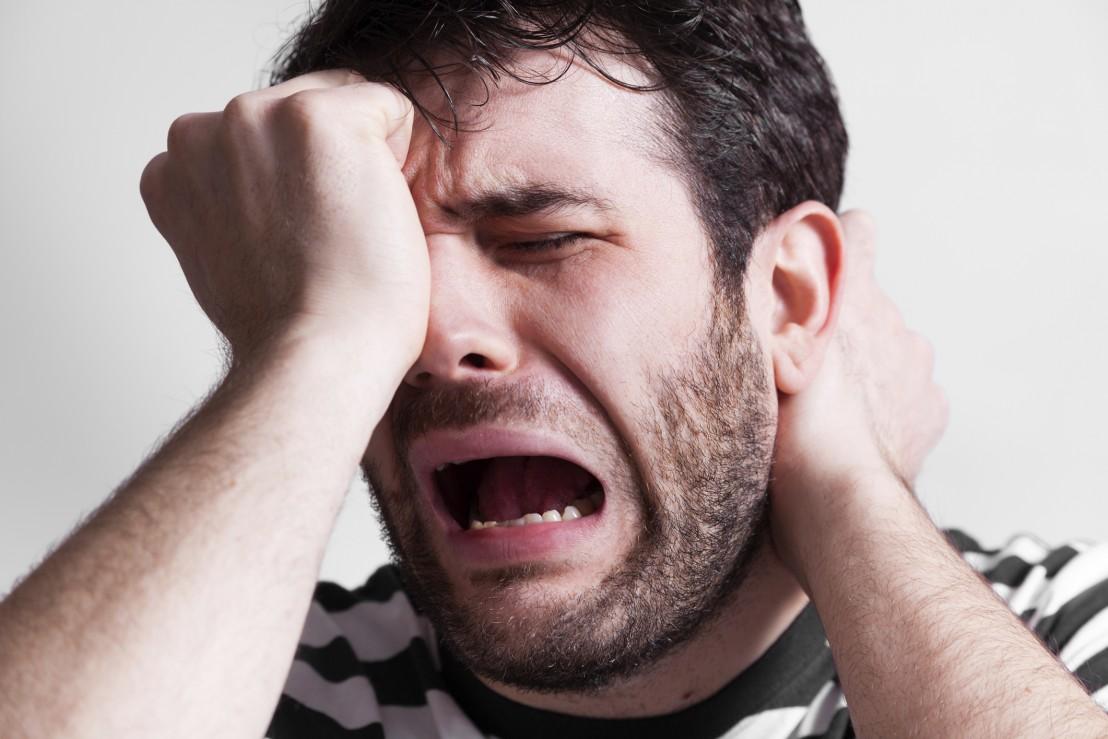 плачещ мъж