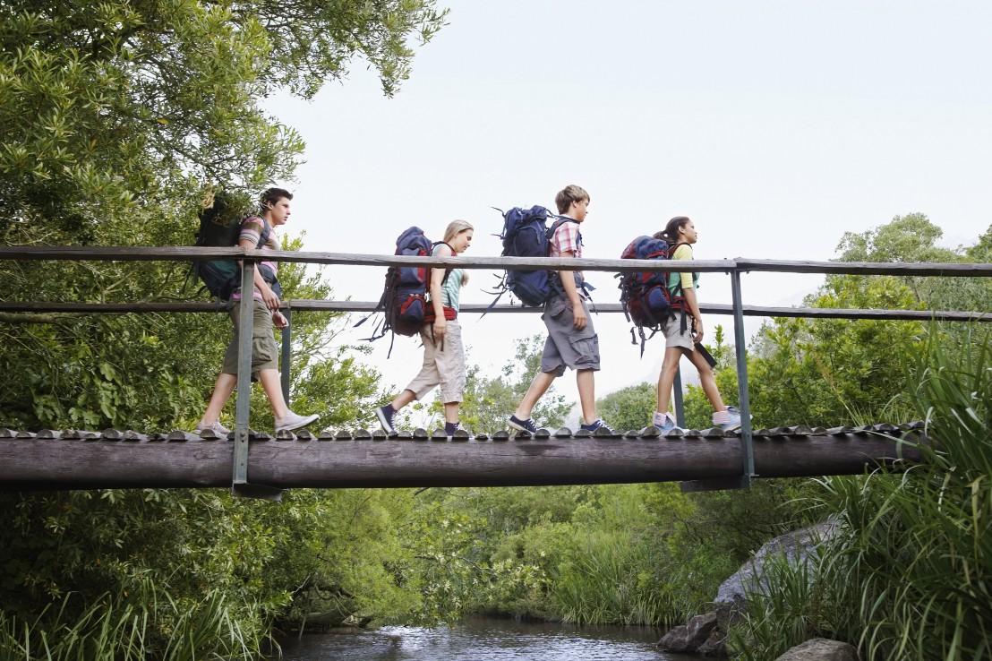 групама, пътуване